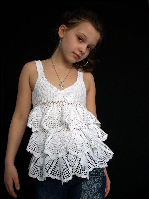 топы с рюшами для девочки крючком, сарафан крючком с рюшами, вязаный топ крючком для девочки.